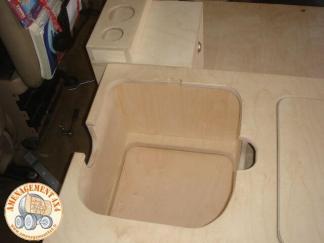 emplacement du wc encastré dans le caisson gauche sur l'avant