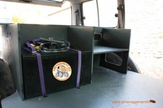 Emplacement sur l'aménagement avant pour la partie eau,réservoir de 60 litres avec pompe et douchette brumisateur