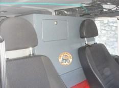 petite trappe style boite à gants pour le rangement coté conduite