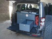 vue arrière de l'aménagement, tiroirs avec coulisse sortie simple galet roulement à billes charge 100kg