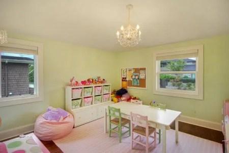 salle de jeux enfants rangement jeux enfants espace jeux enfant casiers de rangement blanc rangement jeux enfants idee rangement chambre fille trendy