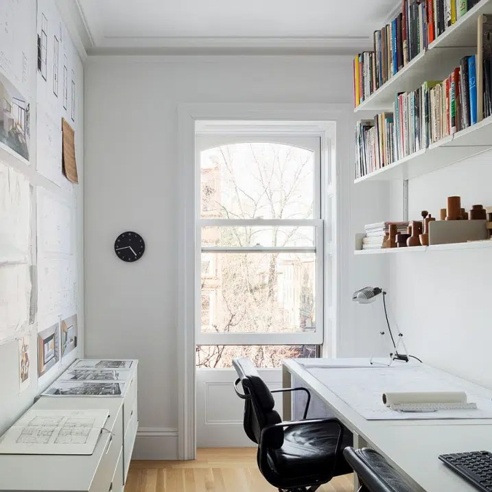 Bureau scandinave avec etagères