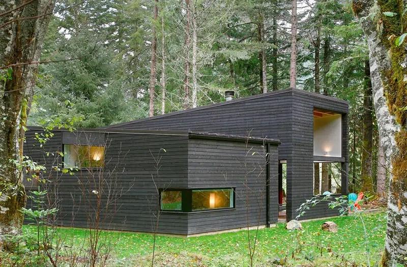 Maison Contemporaine En Bois Noir De Robert Hutchison