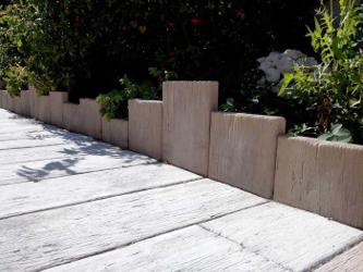 des bordures aspect bois mais en pierre