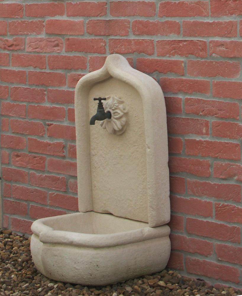 fontaine en pierre reconstituée traditionnelle