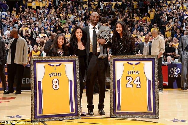Kobe Bryant poses with family [www.AmenRadio.net]