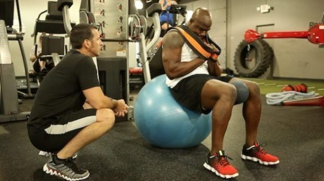 USA Football - 15 exercises - cable resisted ball crunch