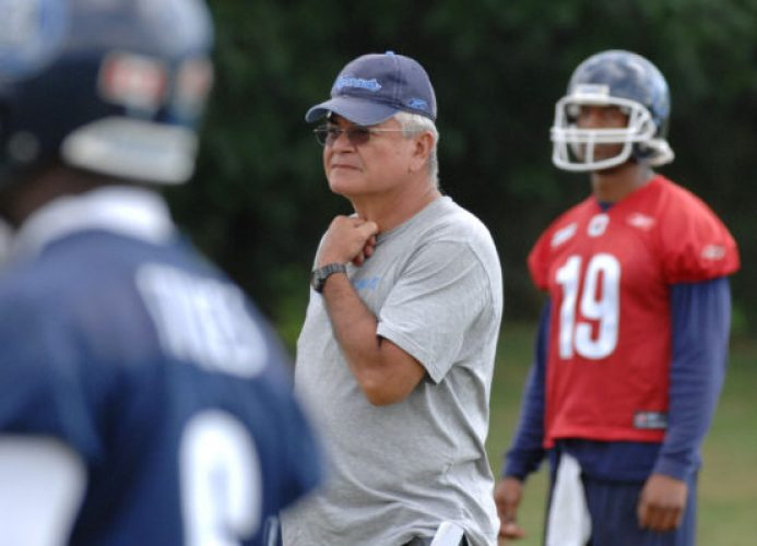 TORONTO OUT Argonauts-August 16, 2006-Toronto Argonauts, QB Damon Allen and GM Adam Rita, and intern offensive co-ordinator by committee, chat during Wednesday's team practice at UofT's Erindale campus August 16, 2006. (Tannis Toohey/ TORONTO STAR)