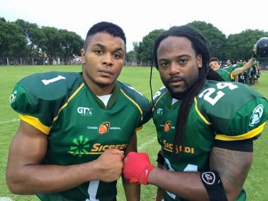 above: Brandon Watkins (#1) and Ken Joshen (#24) teamed up for another win, this time against the previously undefeated Tubarões do Cerrado. Photo available on the Facebook pages for Salão Oval and Cuiabá Arsenal.