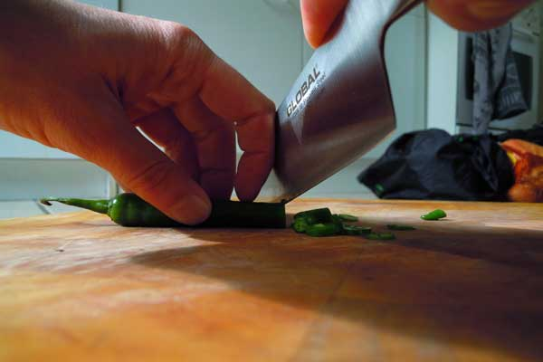 The picture shows how to guide with the knife with the knuckles.