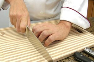 how-to-hold-a-knife-properly