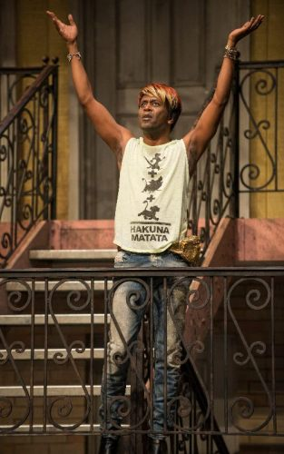 """K. Todd Freeman in Lisa D'Amour's """"Airline Highway"""" at Steppenwolf Theatre Company. (Photo by Michael Brosilow)"""