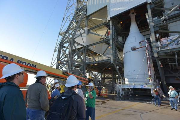 PHOTOS: Orion Arrives at Launch Pad for Sunrise Blastoff ...