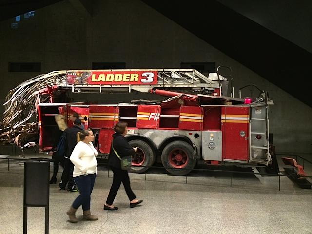 Zertrümmerter FDNY-Feuerwehrwagen