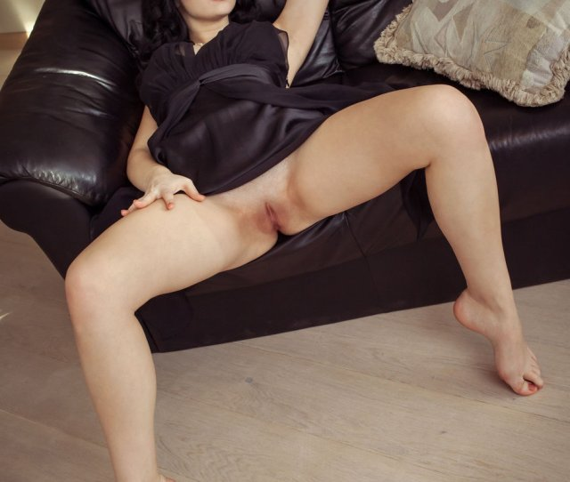 Wavy Haired And Pale Brunette Revealing Her Amazing Pussy On Cam Ametart Com