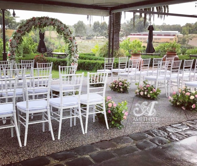 white-circle-arch-ceremony-package