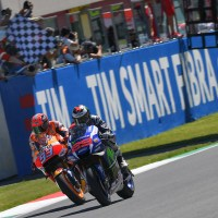 "Gran Premio d'Italia TIM: Lorenzo wins last lap thriller as Rossi retires in ""Mugiallo"""