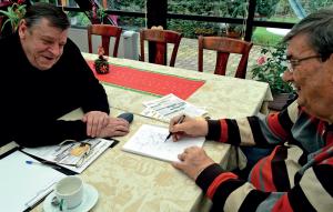 Jean Kauffeisen et Bernard Chemin: leçon de billard. - Photo PS