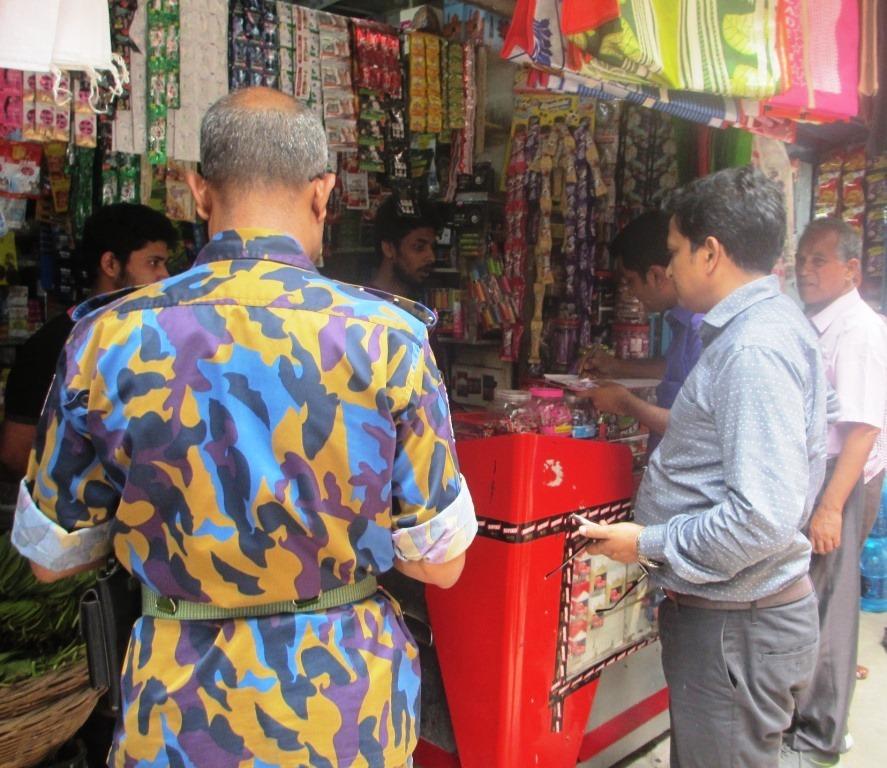 তামাক কোম্পানীর অবৈধ বিজ্ঞাপন প্রচার বন্ধে ভ্রাম্যমান আদালত
