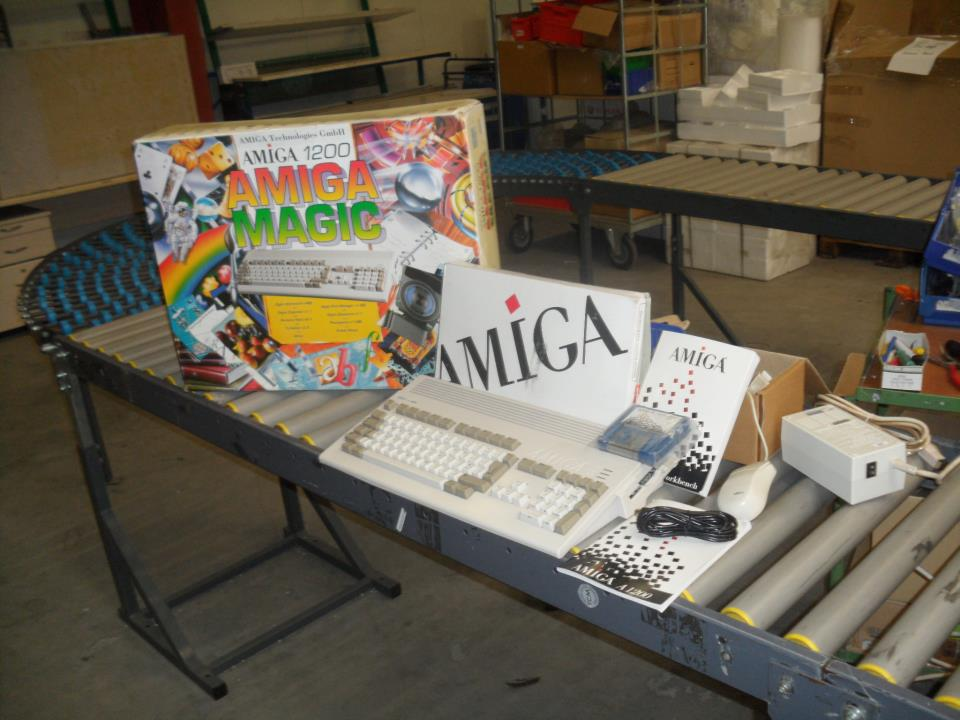 I want one!! (taken from https://i1.wp.com/www.amiga-news.de/pics/A1200.jpg)