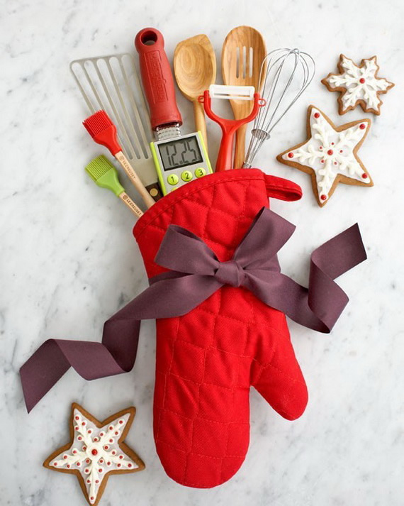 DIY Holiday Gift Idea; Kitchen Mitt Utensil Pack