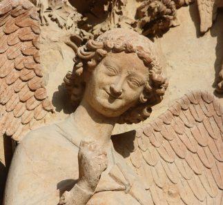 Je suis bien sûr qu'il est revenu et qu'il flotte aujourd'hui autour de nous, avec ce demi-sourire mystérieux qu'on retrouve sur la cathédrale de Reims, et que Papa aimait tant. (Franck Johannès)
