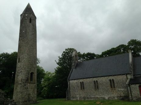 Visite des ruines de l'abbaye de Timahoe avec Tom, Knight of Saint Colombanus