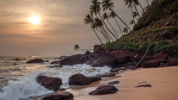 dwarka-goa-headland-at-cola-beach