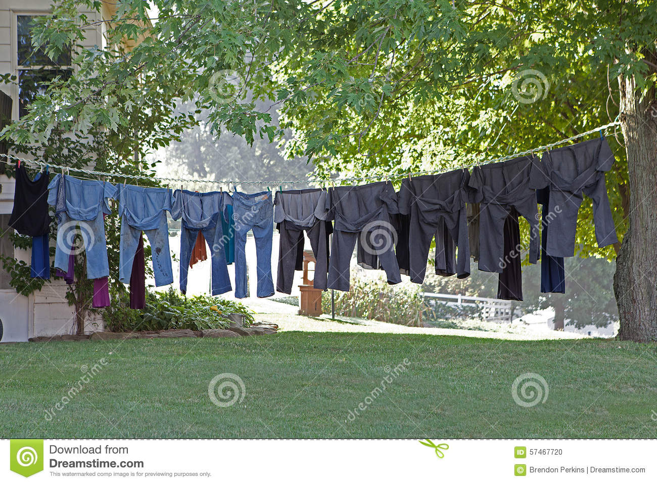 Hanging Out Clothes Amishmade – Being and Belonging in a non