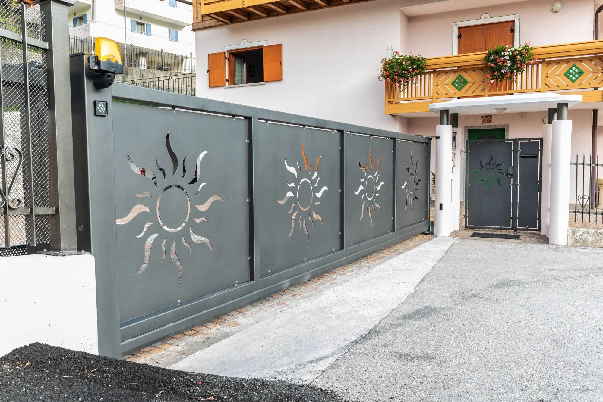 Ringhiere per balconi, balaustre, parapetti in alluminio. Recinzioni Cancelli E Scale Per Esterno In Stile Classico E Moderno