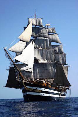vele spiegate nave scuola Amerigo Vespucci
