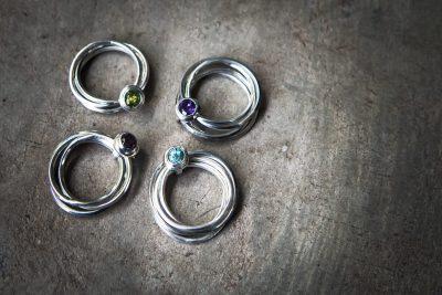 OJ9 - silver 4 band ring with choice of: Peridot / Amethyst / Zircon / Garnet