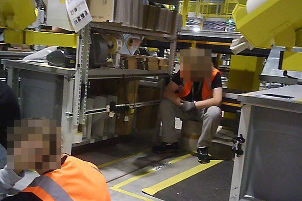 Amazon-1 تحقيق: العبودية والأمراض النفسية وانهيار العمال في مستودعات أمازون