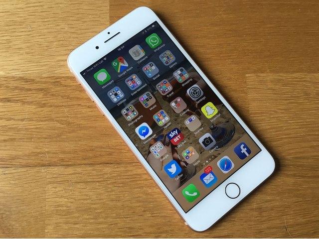 iphone-8-plus مراجعة آيفون 8 بلس: آخر هاتف من آبل بزر الرئيسية
