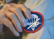 Paul Chandler shows where on the sleeve his 82nd Airborne, 325th Glider Infantry patch would go. Photo by Robin Hart)