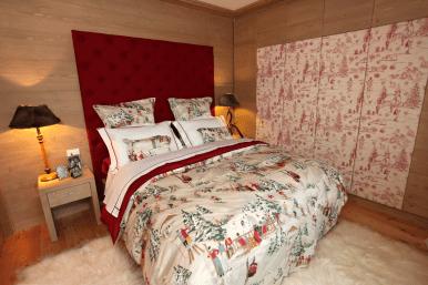 Testiera letto in loden rosso per camera matrimoniale montagna