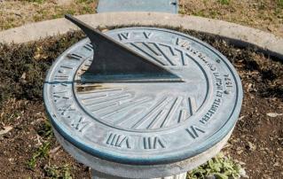 Percobaan Sains Sederhana Membuat Jam Matahari (Sundial)