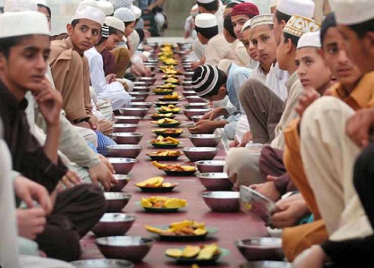 Tradisi Unik Menyambut Puasa Ramadhan di Negara Iran