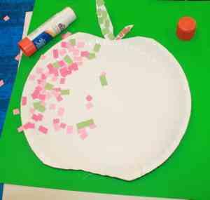 mosiac apple kid craft- amorecraftylife.com - fall kid craft - craft for kids