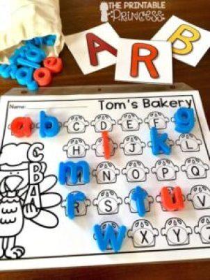 thanksgiving activities - turkey kid craft - fall kid craft - thanksgiving kid craft - amorecraftylife.com #kidscraft #craftsforkids #preschool