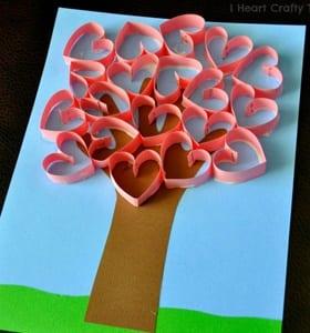 heart kid crafts - arts and crafts activities -valentines day kid craft- amorecraftylife.com #kidscraft #craftsforkids #valentinesday #preschoo