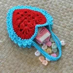 heart bag - heart crochet pattern- crochet pattern pdf - valentines day pattern- amorecraftylife.com #heart #crochet #crochetpattern