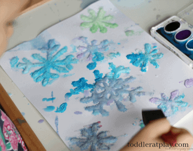 snowflake kid crafts - arts and crafts activities -winter kid craft- amorecraftylife.com #kidscraft #craftsforkids #winter #preschool