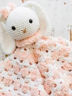 bunny baby lovey crochet pattern - amorecraftylife.com #baby #crochet #crochetpattern #freecrochetpattern