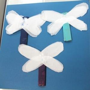 paper roll dragonfly Kid Crafts- amorecraftylife.com #kidscrafts #craftsforkids #preschool