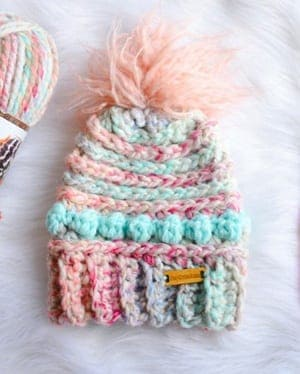 bulky hat crochet patterns- winter hat crochet pattern- amorecraftylife.com #crochet #crochetpattern #diy