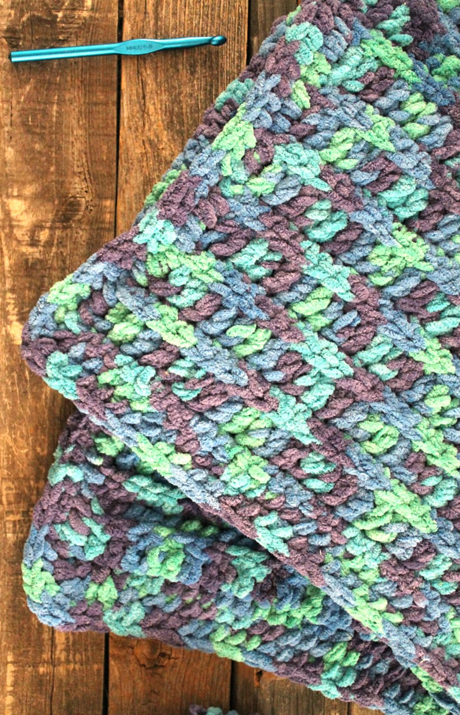 free easy baby blanket crochet pattern -crochet baby blanket pattern -amorecraftylife.com #crochet #crochetpattern #freecrochetpattern