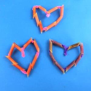 pasta heart craft for kids - heart crafts -arts and crafts activities -valentines day kid craft- amorecraftylife.com #kidscraft #craftsforkids #valentinesday #preschoo