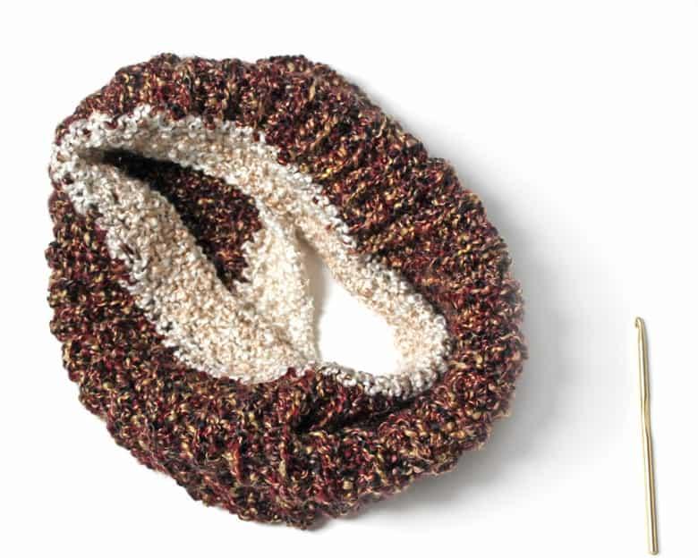 Textured Crochet Ear Warmer Pattern -crochet headband pattern- pdf - amorecraftylife.com #crochet #crochetpattern #freecrochetpattern