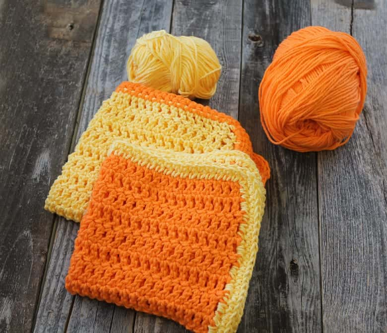 free herringbone double crochet dish cloth crochet pattern -amorecraftylife.com #crochet #crochetpattern #diy #freecrochetpattern